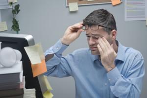 Stress verursacht Augeninfarkt bei Mann
